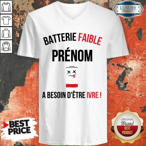Funny Batterie Faible Prenom A Besoin D'Etre Ivre V-neck